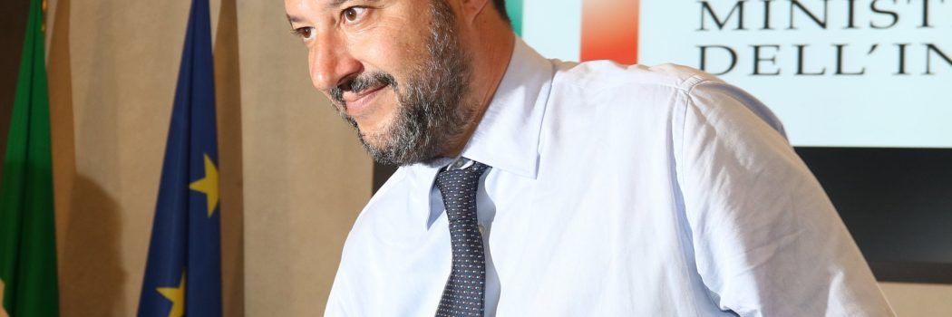 Carola contro Matteo.          La capitana della Sea Watch contro Salvini